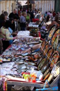 Торговля сувенирами ручной работы на Андреевском спуске