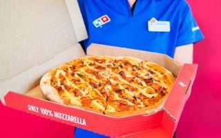 Франшизы Domino's Pizza предложат работникам зарплату в Биткоинах
